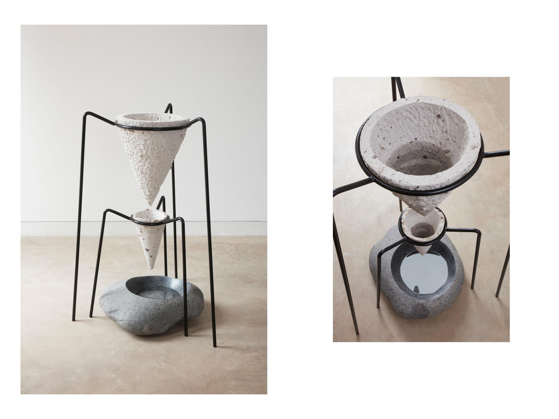 Filtro de agua fabricado artesanalmente con piedra volcánica. Handcrafted water filter with volcanic stone.