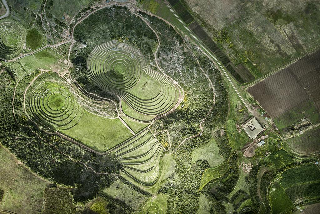 La arquitectura de Mil Centro busca integrarse con la botánica y la historia de Moray. Mil Centro's architecture concept seeks to integrate the restaurant with Moray's botany and history.
