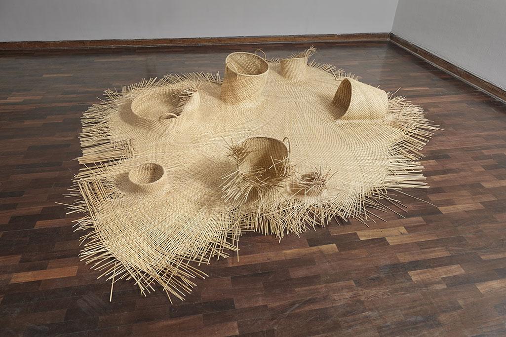 Pieza tejida con junco de los humedales de Huacho (Lima). Woven piece with reed from the wetlands of Huacho (Lima).